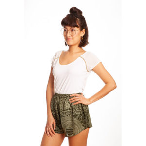 Grüne Mandala Shorts von paigh