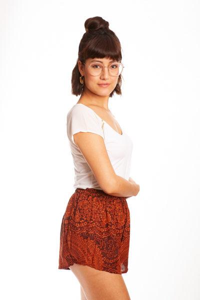 Orange Mandala Shorts von paigh